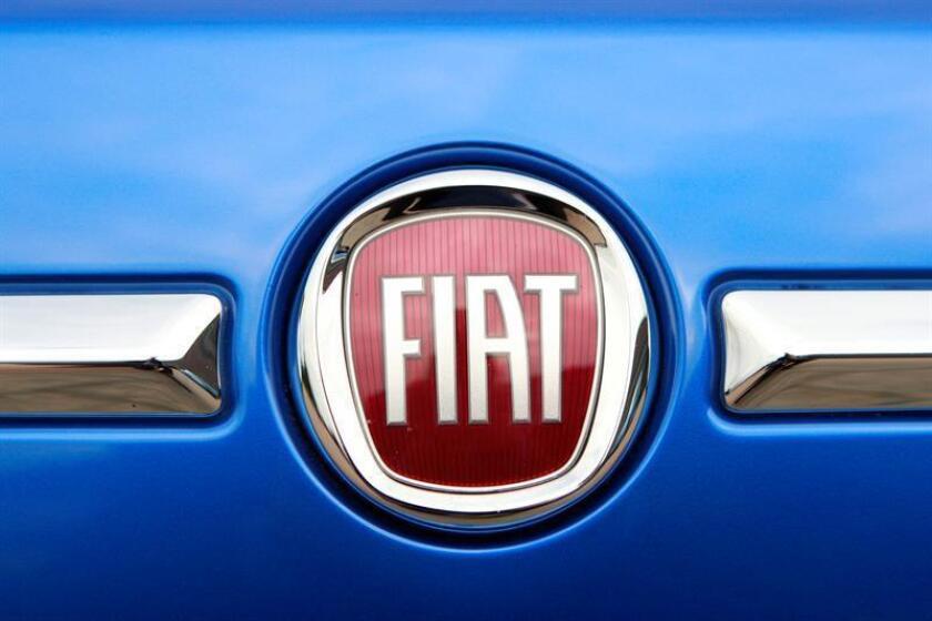 El logo de un vehículo Fiat 500 se observa en el garaje de la sede de Chrysler en Auburn Hills, Michigan (EEUU). EFE/Archivo