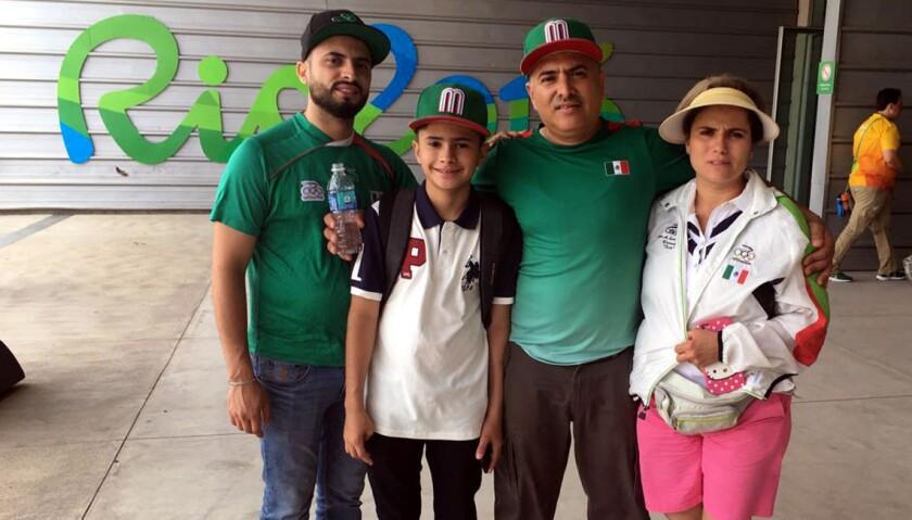 Los padres y familiares del clavadista mexicano Iván García está en Río 2016 para apoyar a su hijo.