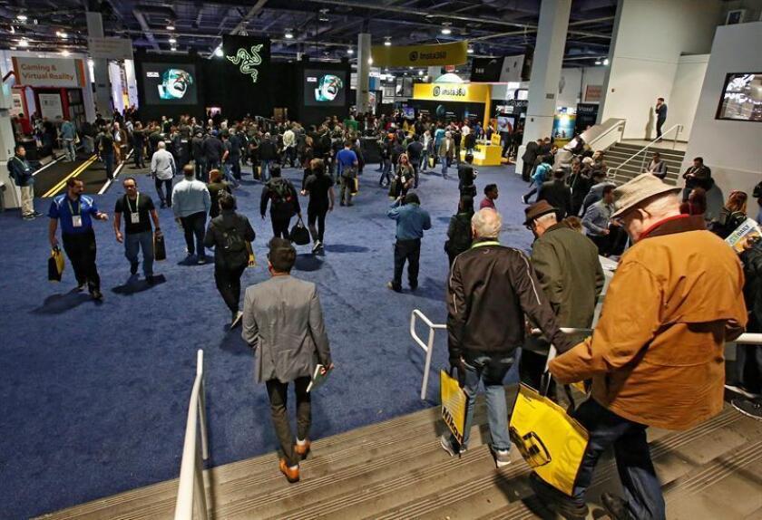 Personas ingresan el día de la inauguración en el Salón Internacional de la Feria de Electrónica de Consumo (CES, en inglés). EFE/Archivo