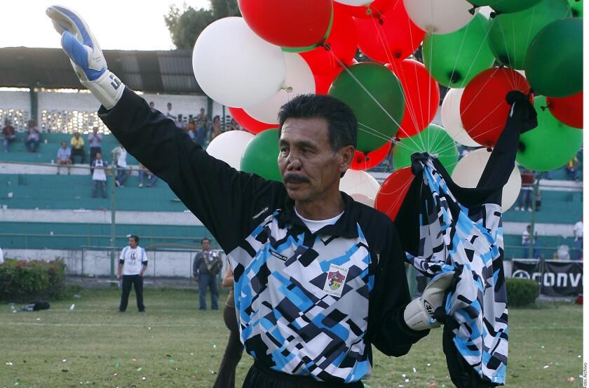 Como portero, Larios se caracterizaba por el buen manejo de su área, por esas salidas tipo kamikaze. Era excelente en el juego aéreo. Fue campeón con el Puebla en la temporada 1989-90.