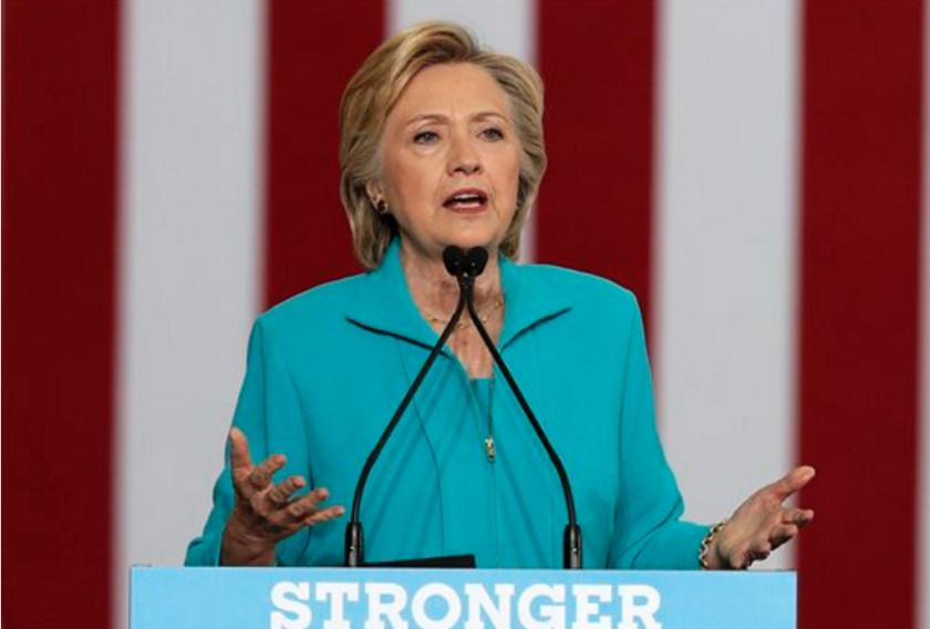 En esta imagen, la precandidata presidencial demócrata Hillary Clinton habla durante un acto de campaña en Reno, Nevada. (AP Foto/Carolyn Kaster, archivo)