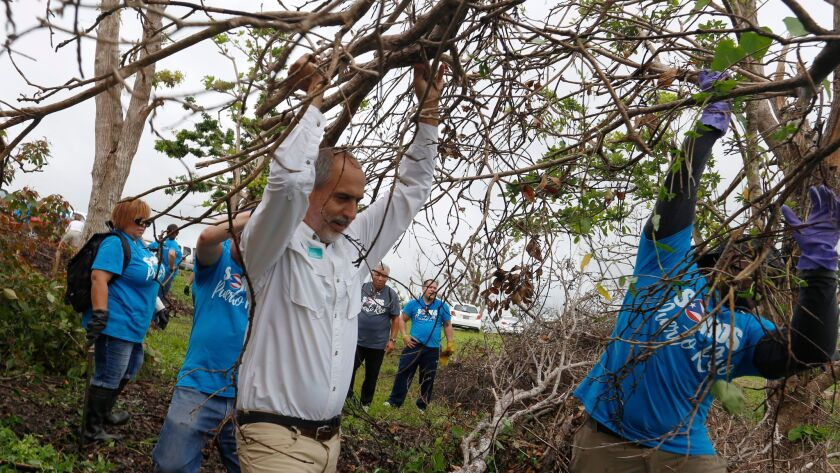 11/9/2017 Humacao (Puerto Rico): El equipo de Para la Naturaleza, continua su compromiso con las com