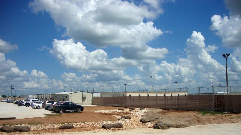 Centro de detención familiar en el sur de Texas es uno de los centros más grandes de migración en Estados Unidos. Molly Hennessy-Fiske / Los Angeles Times.