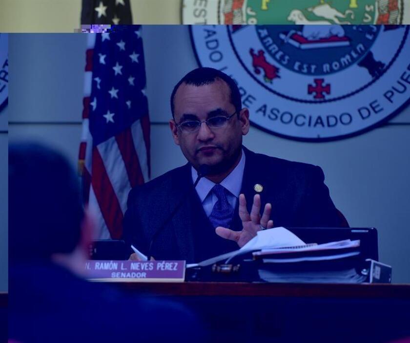 """""""Puerto Rico tiene todos los elementos para construir un gran nicho de desarrollo económico a partir de la música. Este informe es una hoja de ruta para entender que en estos momentos de crisis las industrias creativas, y particularmente la de la música, pueden ser uno de los elementos de recuperación"""", dijo el senador Ramón Luis Nieves, autor de la resolución. EFE/SENADO DE PUERTO RICO/SOLO USO EDITORIAL"""