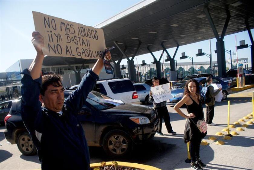 Autoridades estadounidenses cerraron hoy el acceso por la autopista de San Diego (California) a la aduana mexicana El Chaparral de Tijuana, una medida que coincide con las manifestaciones que se registran en la localidad mexicana. EFE/ARCHIVO
