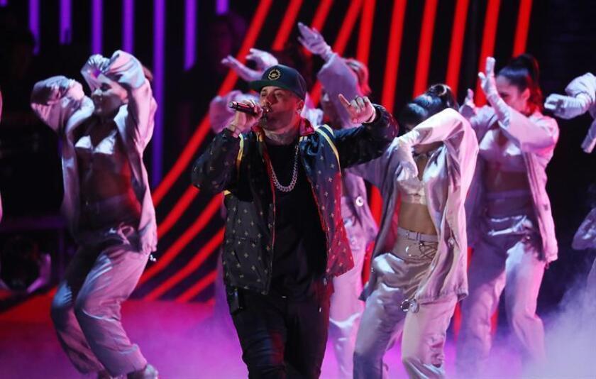 El cantante estadounidense Nicky Jam se presenta durante los XVIII Premios Grammy Latinos, el jueves 16 de noviembre de 2017, celebrados en el MGM Grand Garden Arena de Las Vegas, Nevada (EE. UU.). EFE/Archivo