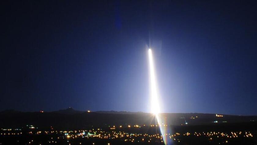 Un cohete Delta 4 despega de la Base Vandenberg de la Fuerza Aérea, con carga de la National Reconnaissance Office, fue lanzado en la madrugada de este miércoles .