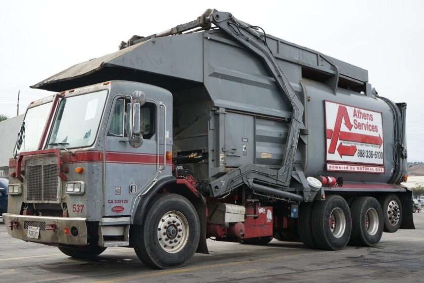 La meta es que estos camiones puedan recolectar el deshecho y reciclar material.