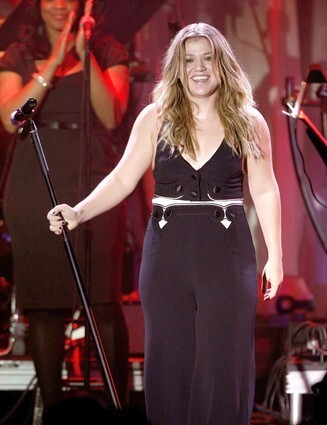 "Kelly channeled Janis Joplin with her rendition of ""Piece of My Heart"" at the 2009 Grammy salute to Clive Davis, but her jumpsuit felt more like Toni Tennille. Where's the Captain to go along with that nautical detail, Kel?"
