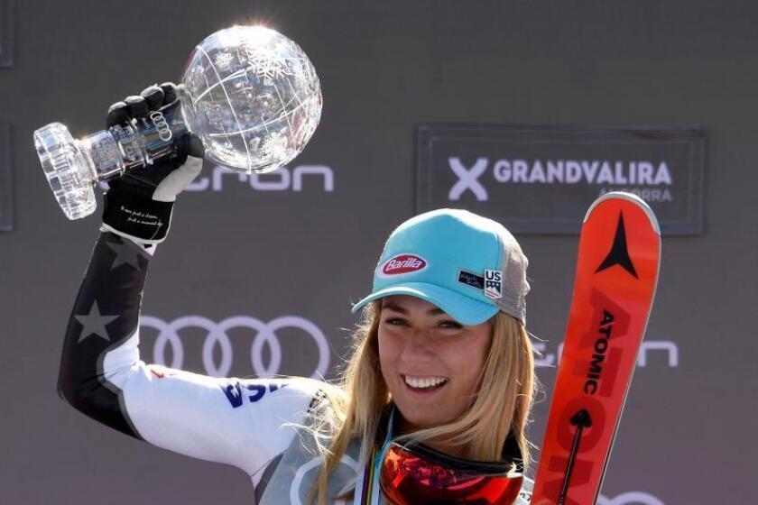 """La norteamericana se llevó la prueba con un espectacular tiempo global de 2:23.17 y superó por 0""""30 a la esquiadora de Nueva Zelanda Alice Robinson. La tercera fue la eslovaca Petra Vlhova a 0""""41 de Shiffrin. EFE"""