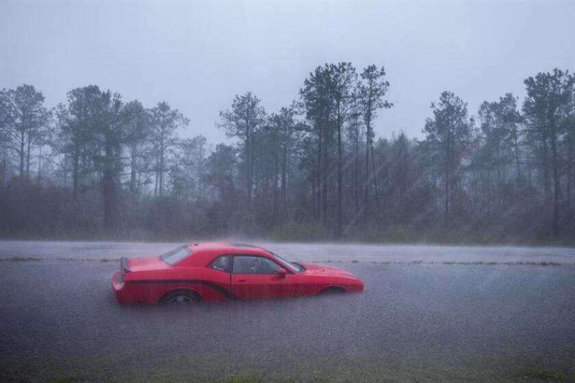 An abandoned car that was flooded by Hurricane Florence along Route 17 near Holly Ridge, North Carolina USA. Florence has been downgraded to a tropical storm but is still expected to bring a storm surge with heavy flooding to the Carolinas. (Estados Unidos, Florencia) EFE/EPA