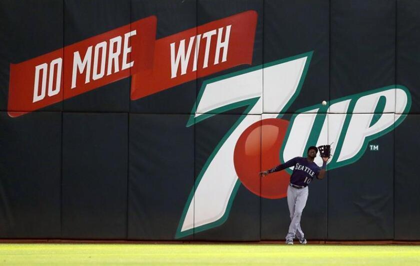 Cameron Maybin de los Marineros en acción durante un partido de béisbol de la MLB. EFE