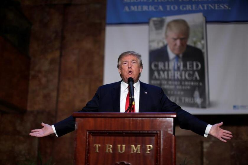 """El aspirante republicano a la Casa Blanca Donald Trump pronuncia un discurso durante la presentación de su libro """"Crippled America (América lisiada)"""", en el edificio Trump de Nueva York, Estados Unidos, el 3 de noviembre del 2015."""