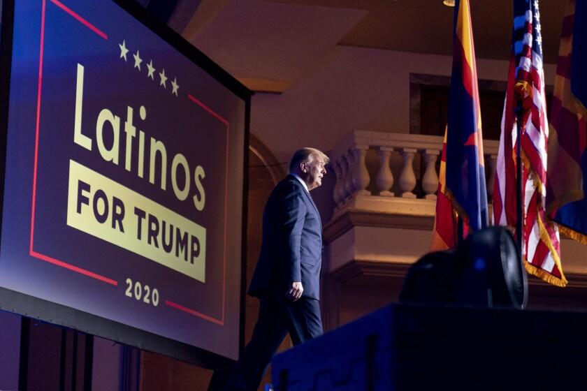 El presidente Donald Trump llega a un evento de Latinos for Trump Coalition e