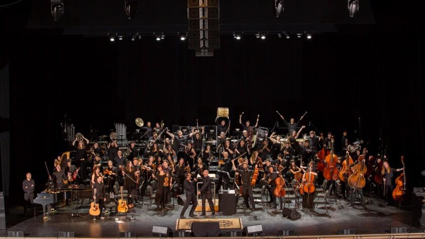 El cantante de ascendencia armenia Serj Tankian se acompañó de la Sinfónica de la Universidad de Northridge en dos presentaciones especiales, el jueves y el sábado de la semana pasada.