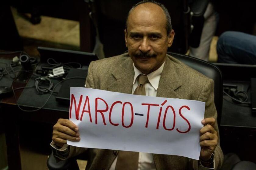 """El Parlamento de Venezuela aprobó hoy un """"acuerdo en rechazo al tráfico de influencias y al abuso de poder"""" por parte de dos sobrinos de la primera dama venezolana, Cilia Flores, declarados culpables en Estados Unidos por tráfico de drogas, e instó a otros poderes a investigar el caso."""