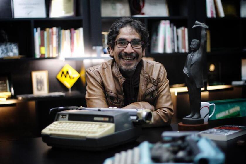 El escritor Fabrizio Mejía Madrid, posa durante una entrevista con Efe, el 8 de septiembre de 2018, en Ciudad de México (México). EFE