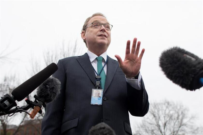 The chairman of the Council of Economic Advisers, Kevin Hassett, talks to reporters outside the White House in Washington on Thursday, Jan. 3. EFE-EPA/MICHAEL REYNOLDS