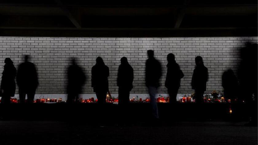 """Un alto porcentaje de los adolescentes tratados en un departamento psiquiátrico de Michigan ha admitido que la serie de Netflix """"13 Reasons Why"""" aumentó su riesgo de suicidio, indicó un estudio de la Universidad de Michigan (EE.UU.) publicado hoy en la revista Psychiatric Services. EFE/ARCHIVO"""