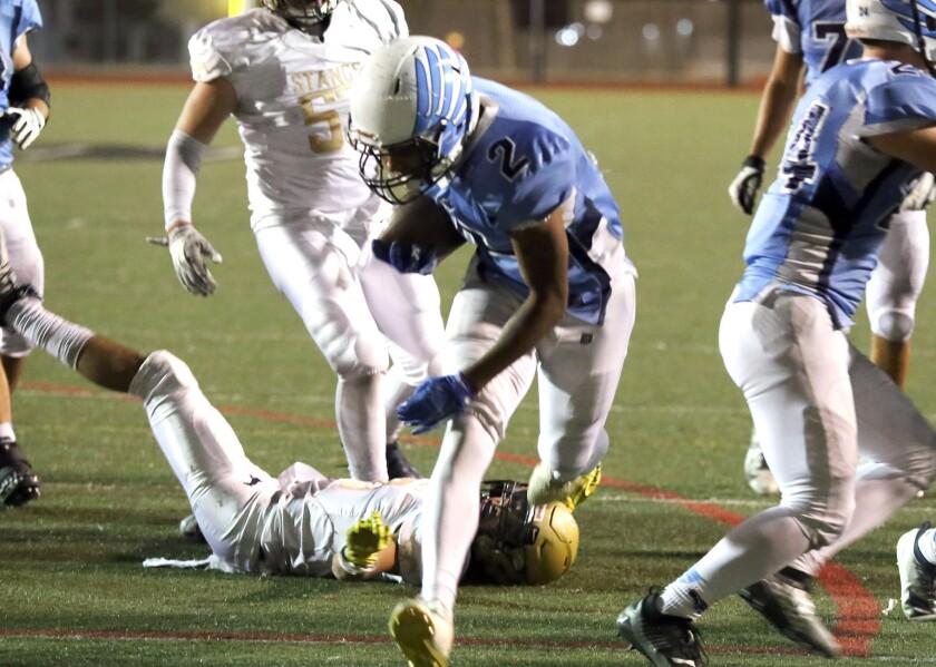 tn-gnp-sp-crescentavalley-muir-football-201191025-2.jpg