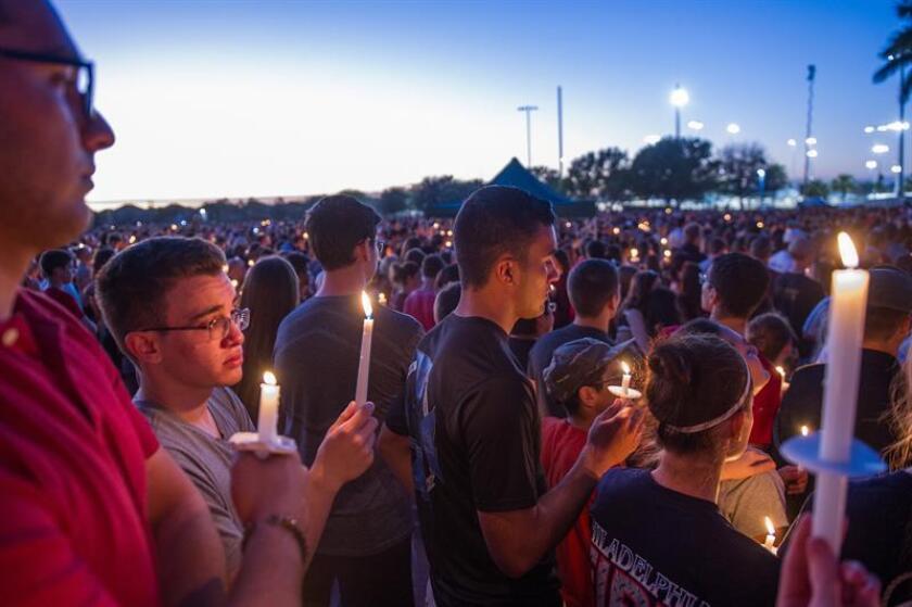 Tres de los 14 alumnos que murieron en la matanza de Parkland (Florida, EE.UU.) la semana pasada, entre ellos el mexicano Martín Duque, fueron honrados con medallas póstumas al heroísmo otorgadas por el Ejército de Estados Unidos, informaron hoy fuentes oficiales. EFE/ARCHIVO