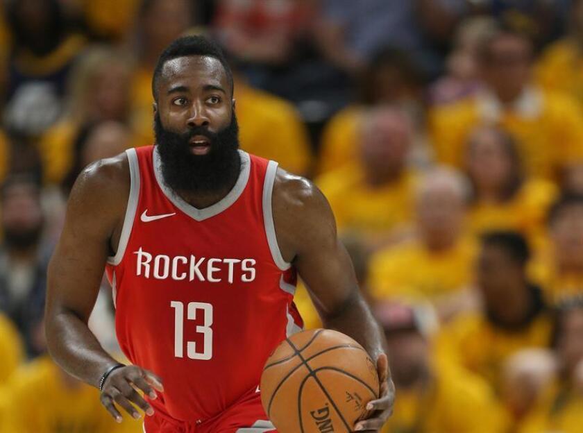 El jugador de Houston Rockets, James Harden durante un partido de la NBA. EFE/Archivo