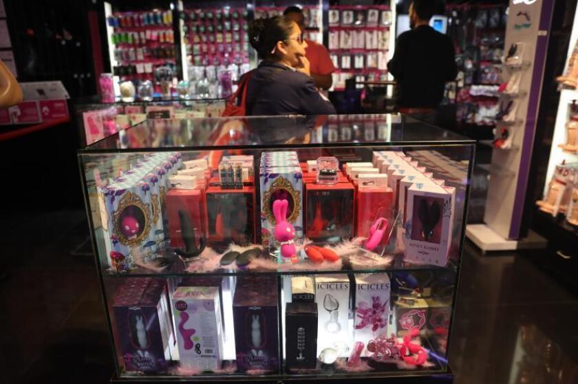 Vista general de una tienda de juguetes sexuales en Ciudad de México (México). EFE/Archivo/ Sáshenka Gutiérrez