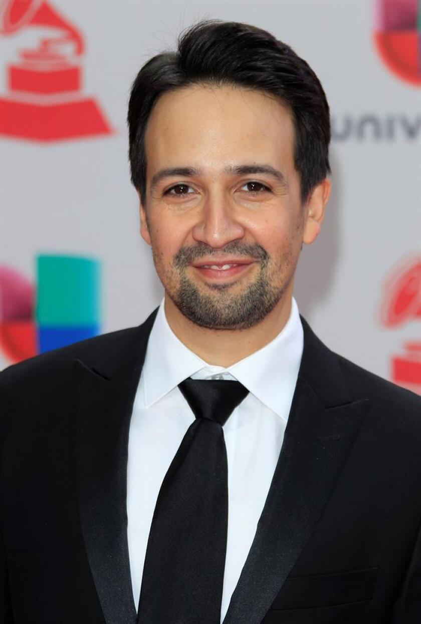 """El musical """"Hamilton"""", obra del puertorriqueño Lin-Manuel Miranda y uno de los más exitosos de la última década en Broadway, podría llegar a los cines. Según The Wall Street Journal, varios estudios se encuentran actualmente pujando por los derechos del musical, que se espera que superen los 50 millones de dólares. EFE/ARCHIVO"""