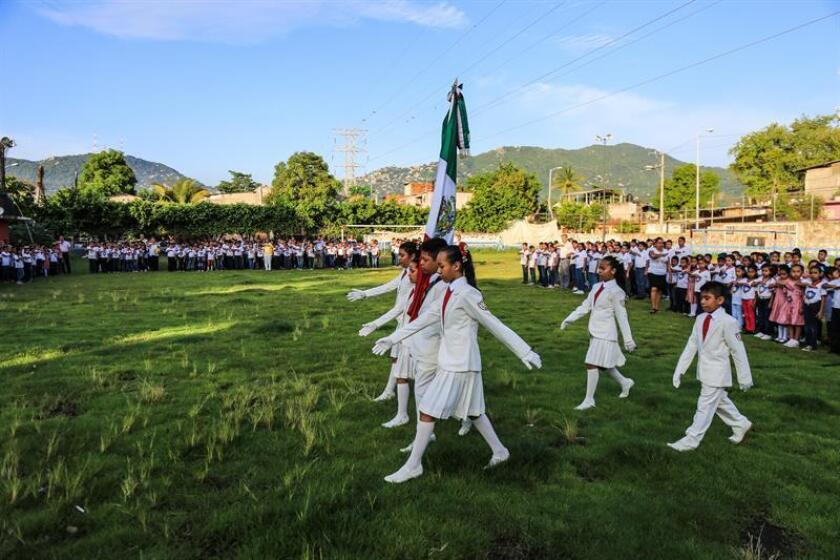 Un total de 25,4 millones de niños iniciaron hoy en México el nuevo ciclo escolar de educación básica con las líneas del nuevo modelo contempladas en la reforma educativa aprobada durante el Gobierno del presidente Enrique Peña Nieto. EFE