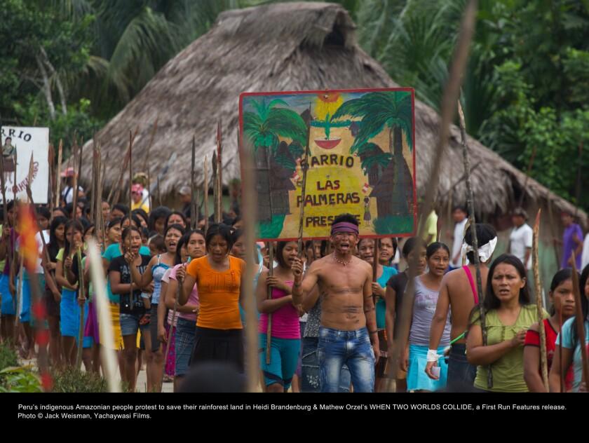 """Una escena del documental """"When Two Worlds Collide"""", donde se muestran las consecuencias de una ley peruana que afectó a las comunidades amazónicasy desató una masacre."""