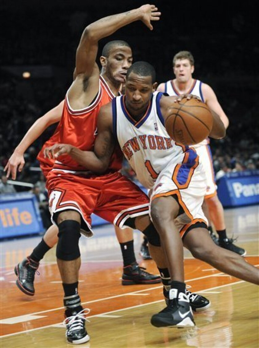 New York Knicks' Chris Duhon drives to the basket as he is guarded by Chicago Bulls' Derrick Rose, left, during the first quarter of an NBA basketball game Monday, Jan. 19, 2009 at Madison Square Garden in New York.  (AP Photo/Bill Kostroun)