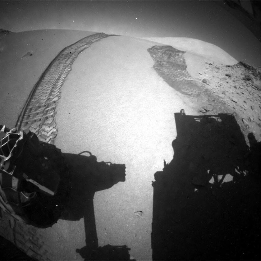 Curiosity rides Dingo Gap dune