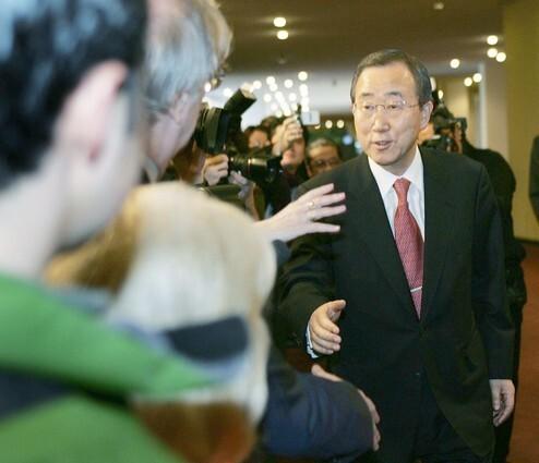 Ban Ki-moon greets reporters