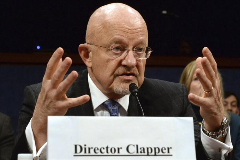 Cuarenta miembros del Colegio Electoral piden que la agencia de inteligencia (CIA) explique públicamente el informe en el que concluyó que los ciberataques de Rusia buscaban ayudar a Donald Trump a ganar los comicios presidenciales del pasado 8 de noviembre. En la imagen el director de la CIA, James Clapper. EFE/ARCHIVO