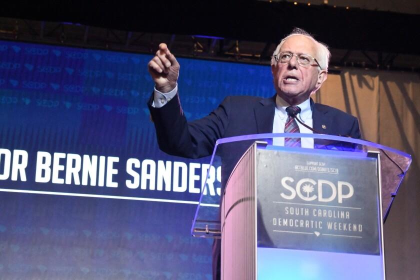 El senador Bernie Sanders pronuncia un discurso ante una multitud durante la Convención Demócrata en Carolina del Sur, el sábado 22 de junio de 2019. (AP Foto/Meg Kinnard)