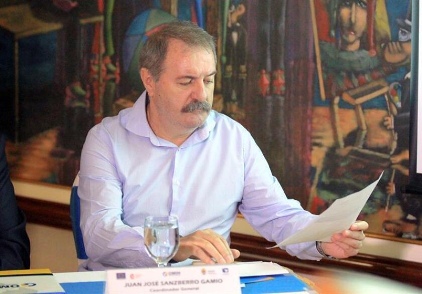 """El coordinador general de la Agencia Española de Cooperación Internacional para el Desarrollo (AECID) en Honduras, Juan José Sanzberro, participa en la celebración del foro """"Movimientos sociales y Migración"""" en Tegucigalpa (Honduras). EFE"""