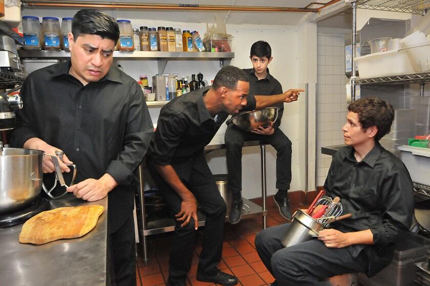 """Una escena de """"My Mañana Comes"""", una nueva puesta en escena que toca el tema de la inmigración mexicana en Estados Unidos."""