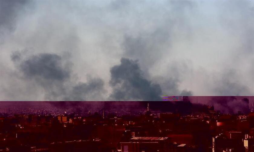 Un ataque de la coalición internacional que lidera Estados Unidos contra el Estado Islámico (EI) ocurrido hoy cerca de un hospital en Mosul (Irak) podría haber causado víctimas civiles, según el Gobierno. EFE/ARCHIVO