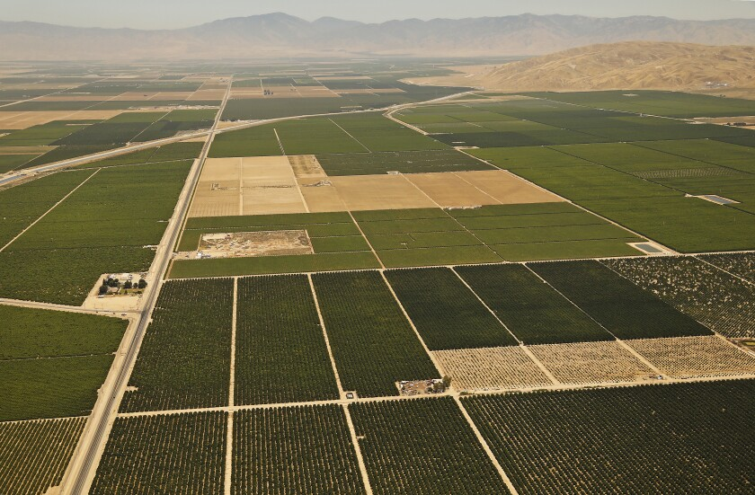 3084268_la-fi-agriculture-farmlands-solar-power_18_ALS.jpg