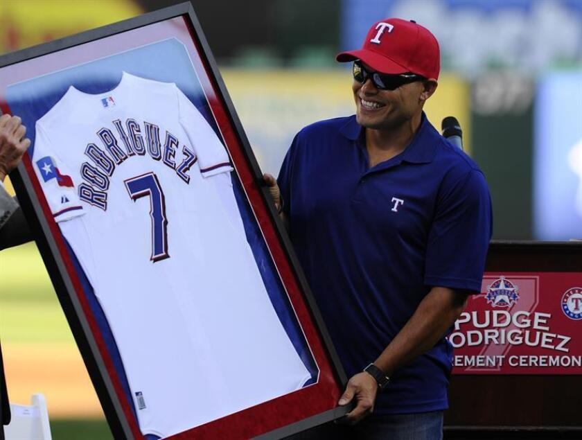 El número 7 que utilizó el expelotero puertorriqueño Iván Rodríguez durante su carrera con los Criollos de Caguas, en la Liga de Béisbol Profesional de Puerto Rico, será retirado el miércoles por el club, tras su elección al Salón de la Fama del Béisbol. EFE/ARCHIVO
