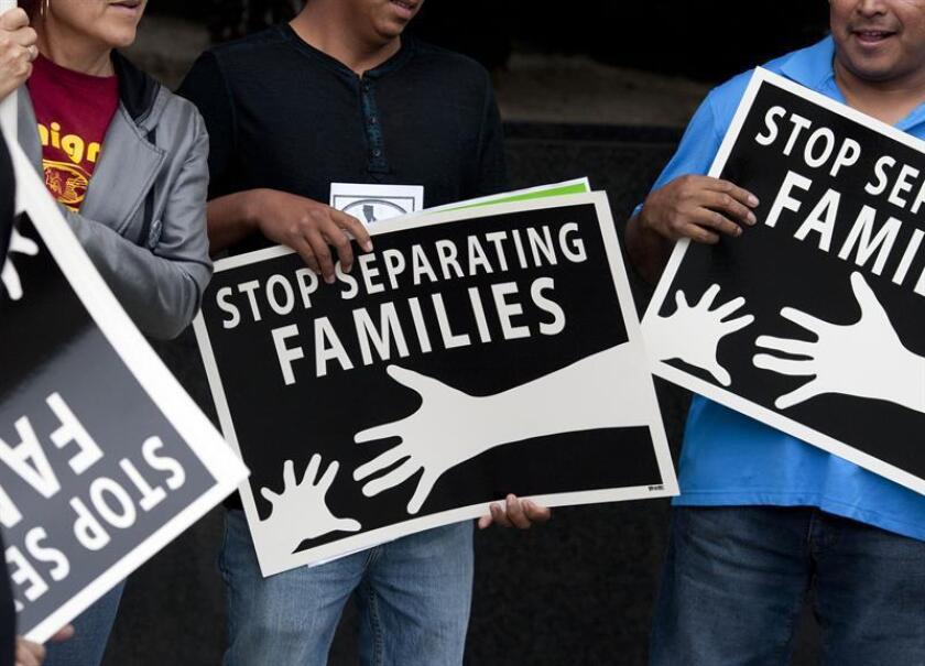 El juez federal Dana Sabraw, que hoy decidió mantener el freno temporal a las deportaciones de familias inmigrantes recién reunificadas, optó hoy por dar más tiempo a las partes para que acuerden si esas reuniones se hacen o no en el país. EFE/ARCHIVO