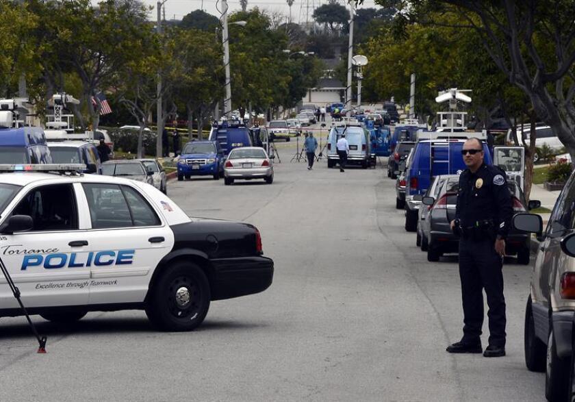 Familiares de un joven hispano, que fue muerto a tiros por agentes del Departamento del Alguacil de Los Ángeles (LASD), pidieron hoy a las autoridades investigar el incidente y considerar presentar cargos contra los oficiales que dispararon