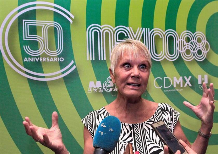 Fotografía del 11 de octubre de 2018, de la exatleta Debbie Meyer quien habla durante los festejos de los juegos olímpicos México 1968, en Ciudad de México (México). EFE