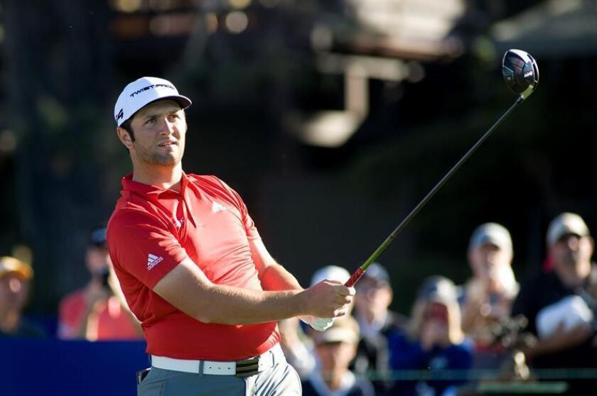 El golfista español John Rahm en acción hoy, domingo 28 de enero de 2018, durante el último día del torneo Farmers Insurance Open, en Torrey Pines Golf de San Diego (EE.UU.). EFE