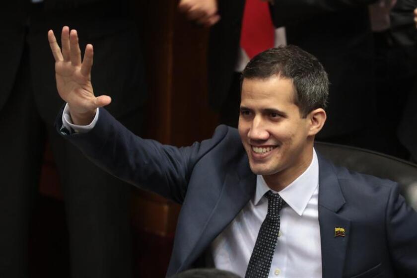 El nuevo presidente de la Asamblea Nacional, Juan Guaidó, asiste a la sesión donde ha juramentado su cargo hoy, en Caracas (Venezuela). EFE