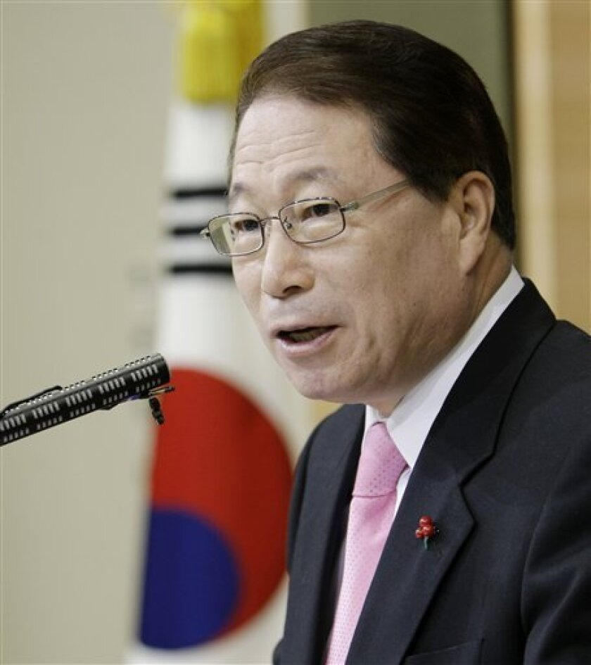 South Korean Foreign Minister Yu Myung-hwan speaks to the media during a news conference at Foreign Ministry in Seoul, South Korea, Monday, Jan. 12, 2009. North Korea wants to send its chief nuclear envoy to President-elect Barack Obama's inauguration, reports said Monday. (AP Photo/ Lee Jin-man)