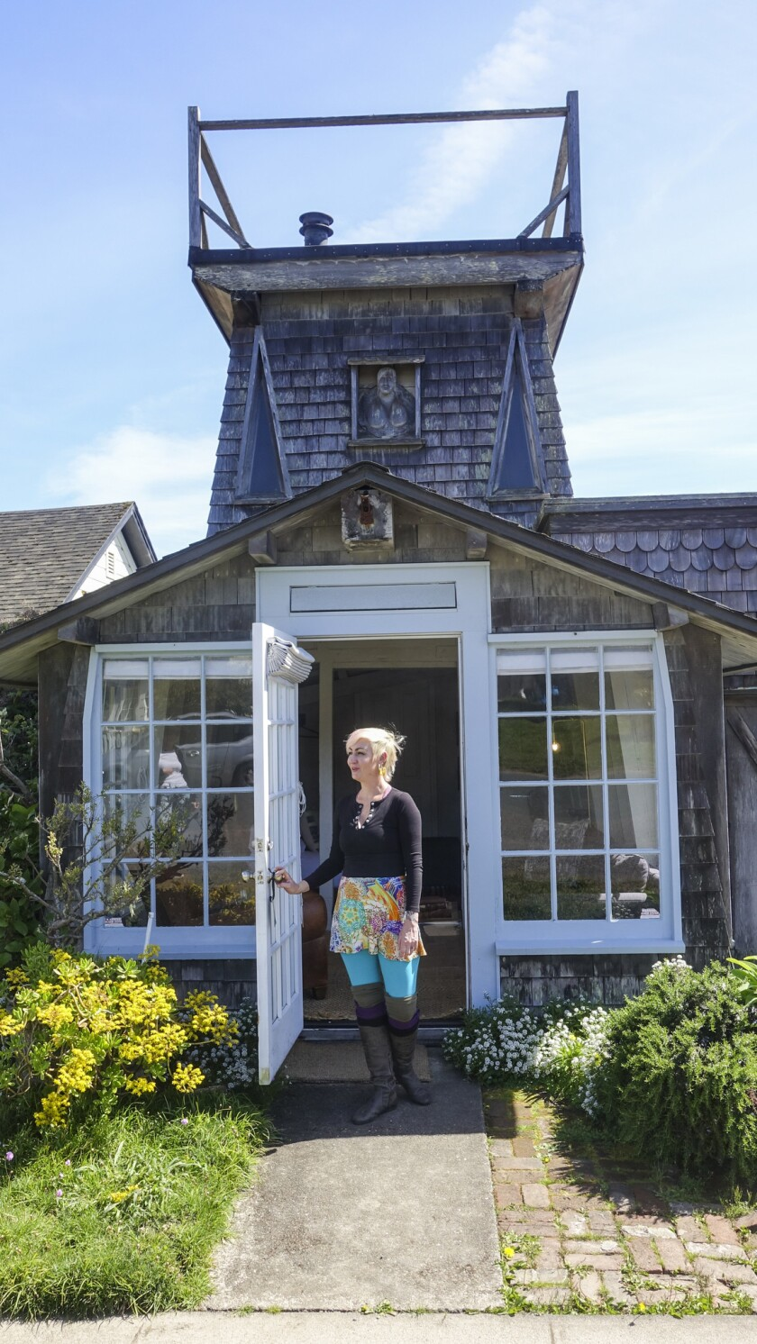 ONE TIME USE - *****PHOTO SLATED FOR TRAVEL SECTION ON 4/30**** Mendocino, CA ? April 23, 2019: Gue