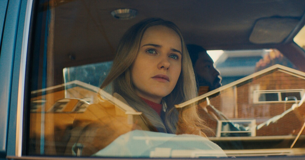 Review: 'I'm Your Woman,' with Rachel Brosnahan, puts a vivid new spin on the '70s crime thriller