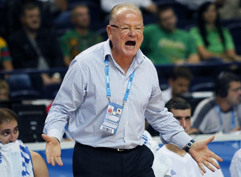 ARCHIVO - En imagen de archivo del 9 de septiembre de 2011, el coach serbio Dusan Ivkovic