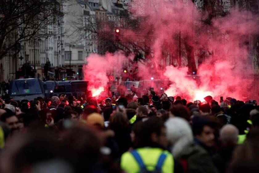 Yellow vest protesters light flares during a demonstration in Paris, France, on Dec. 8, 2018. EPA-EFE/YOAN VALAT